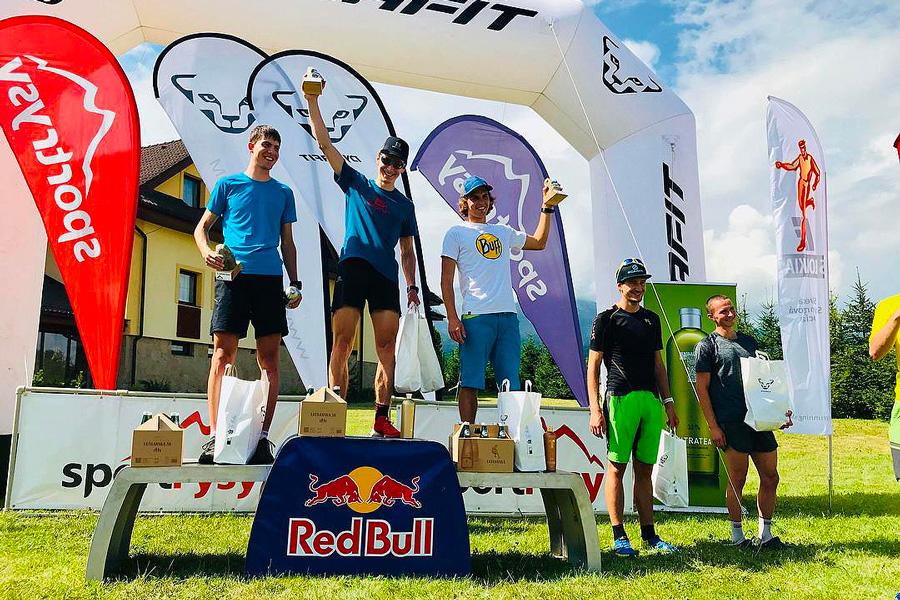 Pódium kategória Muži A (zľava: Andrej Paulen, Jožo Hlavčo, Marcin Rzeszótko, Kubo Šiarnik a Miro Hraško)
